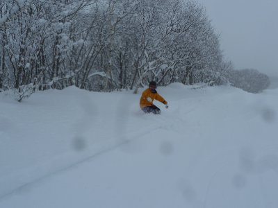 G knee deep in powder snow