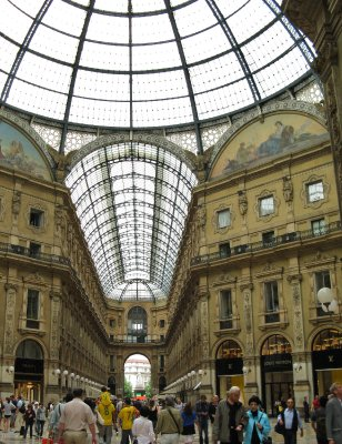Galleria Vittorio Emanuelle II - Prada to the left, LV to the right