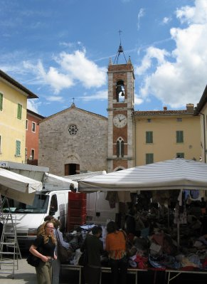 Market day in San Quirico