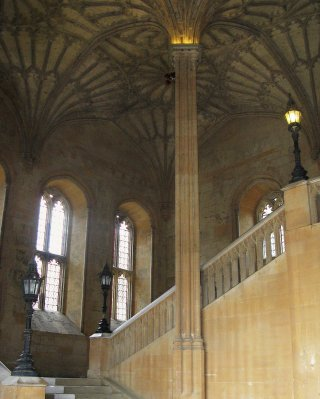 Fan-vaulted ceiling leading to Dining Hall