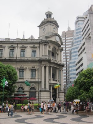A building in the heart of the tourist area.