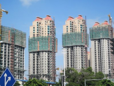 Many buildings in Zhuhai were being renovated.