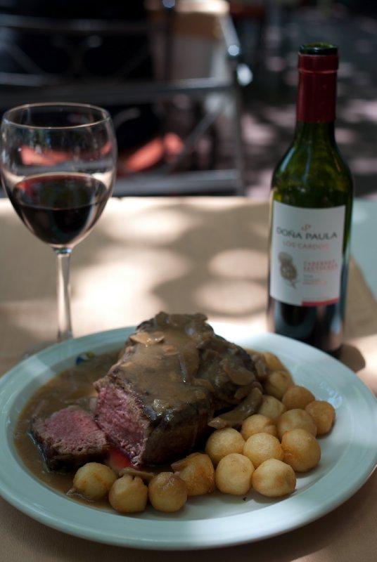 mmm, steak and wine!