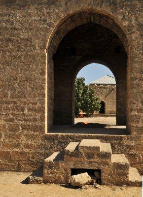 Fire_Temple_near_Baku.jpg