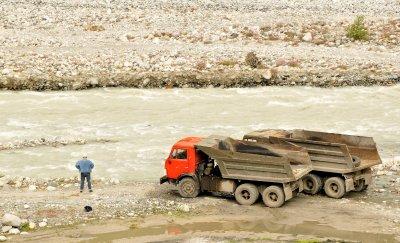 Lorries by Enguri River, Nestia