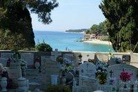 Cementerio con vistas al mar en Bol, Croacia