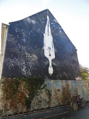 Interesting artwork on side of building
