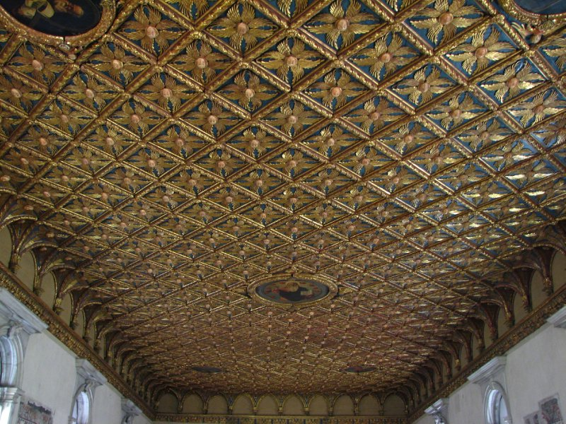 Ceiling of eight-winged angels