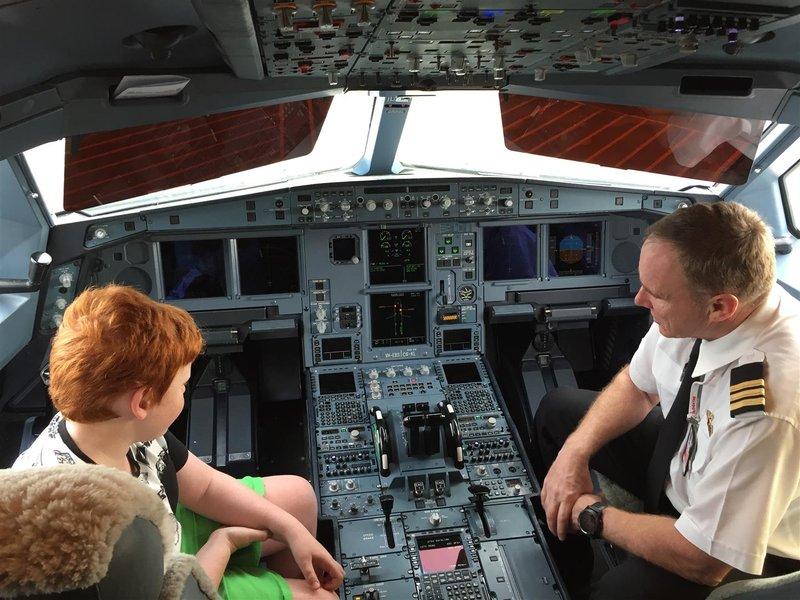 20160903 India_Melb Airport Qantas A330 01