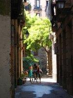 barcelona alleyway