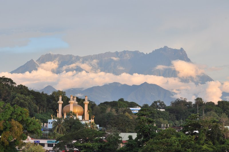 Mosque and Mount Kinabalu