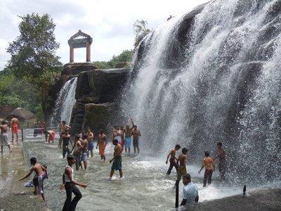 Thiraparap..il_Nadu.jpg