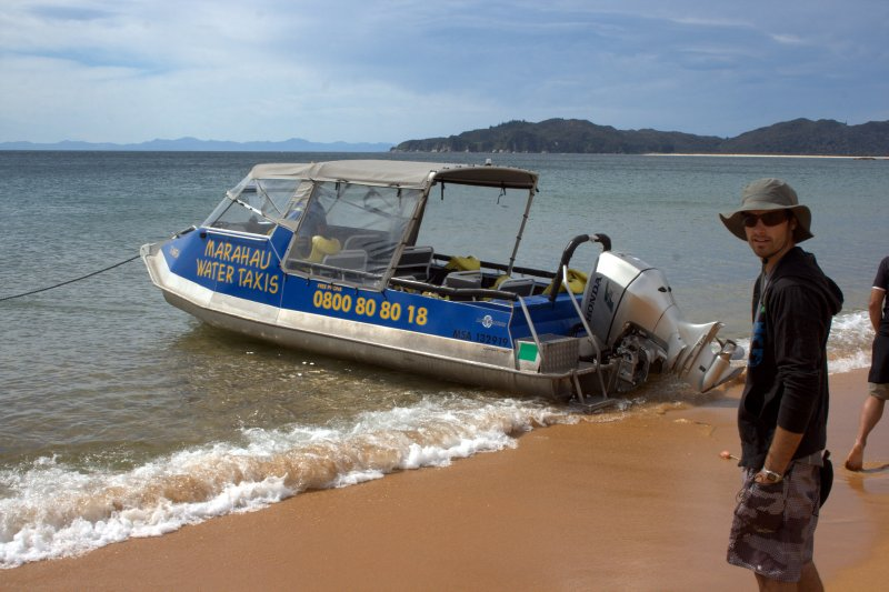 Marahau Water Taxi at Totaranui Beach