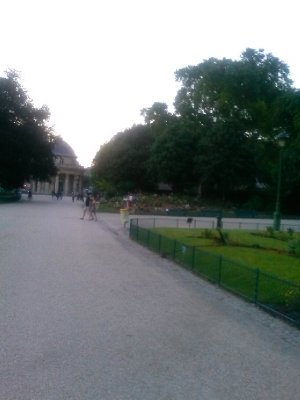 Parc Monceau (around 9:45pm)
