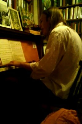 Shakespeare & Co bookstore - piano man #2