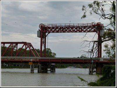 Lift section of Paringa Bridge