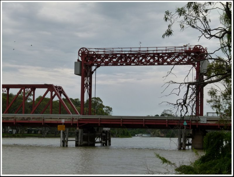 Lift section of Paringa Bridge