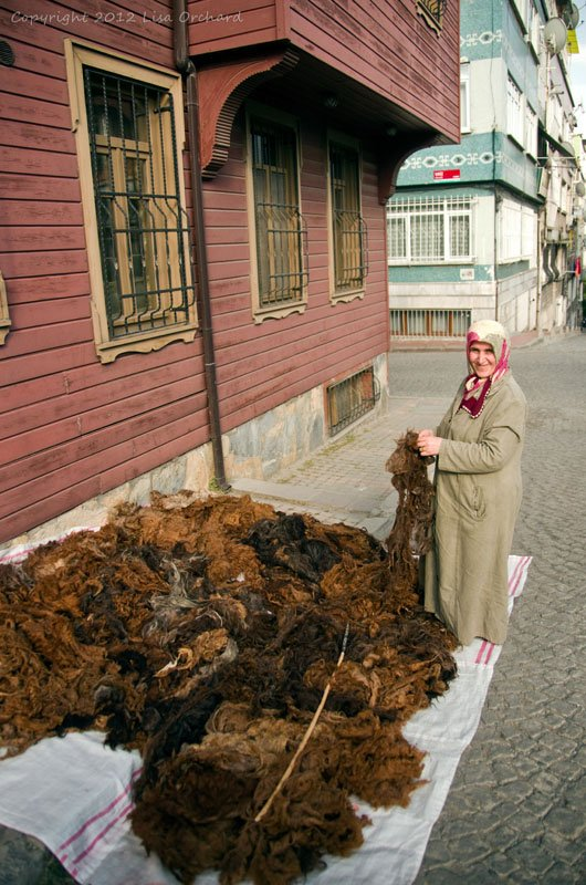 Sorting wool on the streets of Istanbul