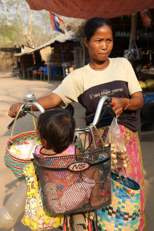 Mother and child shopping in Si Phan Don