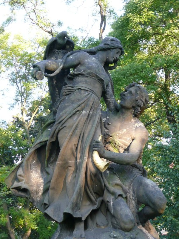 Statue of lovers at Vysehrad..