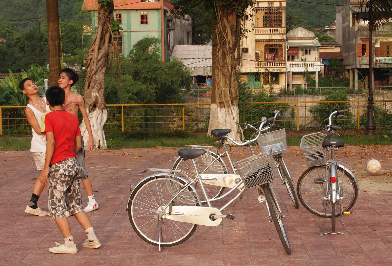 Three bicycles make a goal in Ha Giang