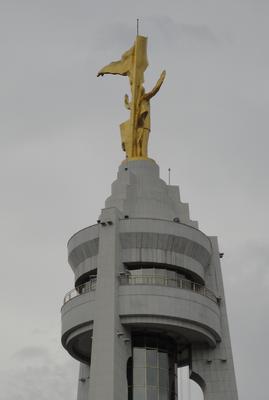 "Amazing Ashgabat: Former President ""Turkmenbashi"" Niyazov's Golden Statue rotates with the Sun"