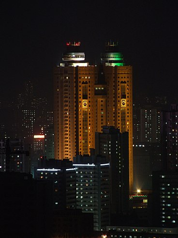 large_368px-Kory..el_at_night.jpg