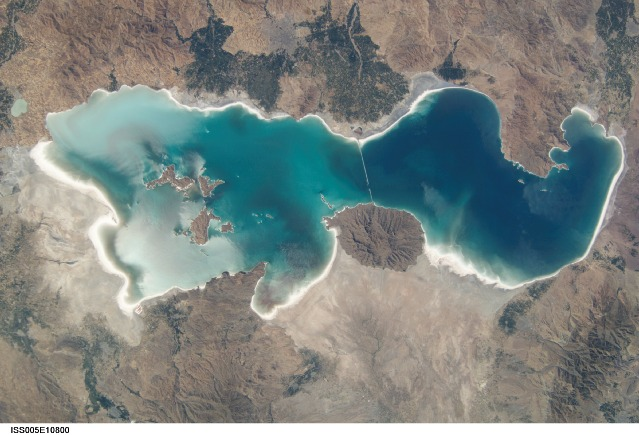 large_lake_urmia.jpg