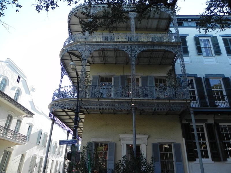 example of a classic Creole townhouse in New Orleans