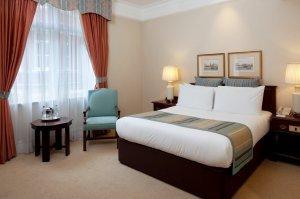 Crown_Plaz..st_room.jpg