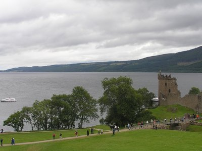 Loch_Ness_Tourists.jpg