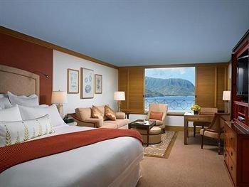 St_Regis_guest_room.jpg