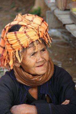 shan woman at market