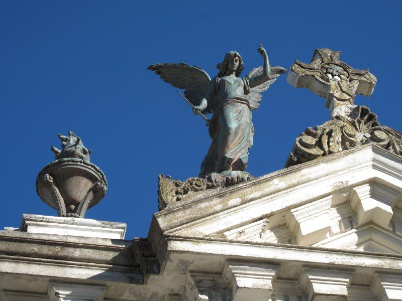 Bronze Angel 2 - Familia Menendez Behety