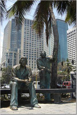 Ninoy Aquino statue on Baywalk