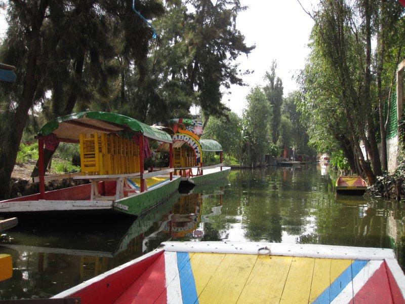 Paa baadtur i Aztekernes gamle kanaler ved Xochimilco