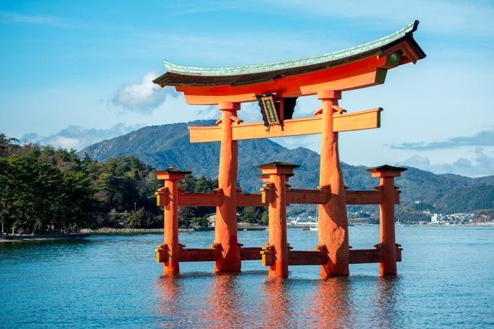 large_Itsukushima_Gate.jpg