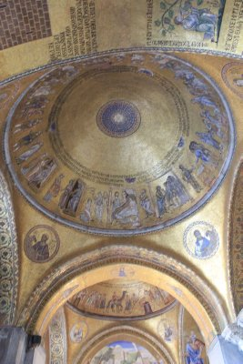No matter where you look in St. Mark's Cathedral you will find golden mosaics