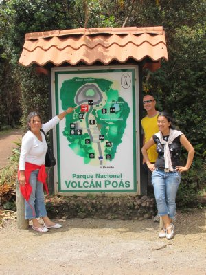 Yamileth, Andrew and Hellen at the entrance to Volcán Poás