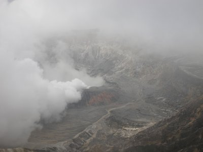 The crater of Volcán Poás