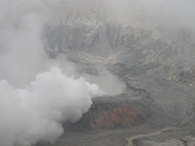 The sulphurous steam rising from the crater of Volcán Poás
