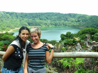 Hellen, mi amiga y yo en Laguna Botos