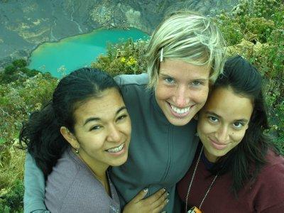 Hellen, Ana and Samantha at Volcán Irazu
