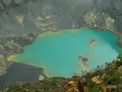 The incredible turquoise waters of the crater lake in Volcán Irazu