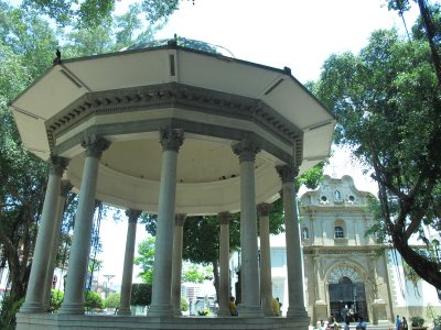 Iglesia de Santa Ana was originally the parish church for the area outside the walls of Panama City.  The Plaza de Santa Ana was used for bullfights and as a market, but in 1890 was turned into a park.