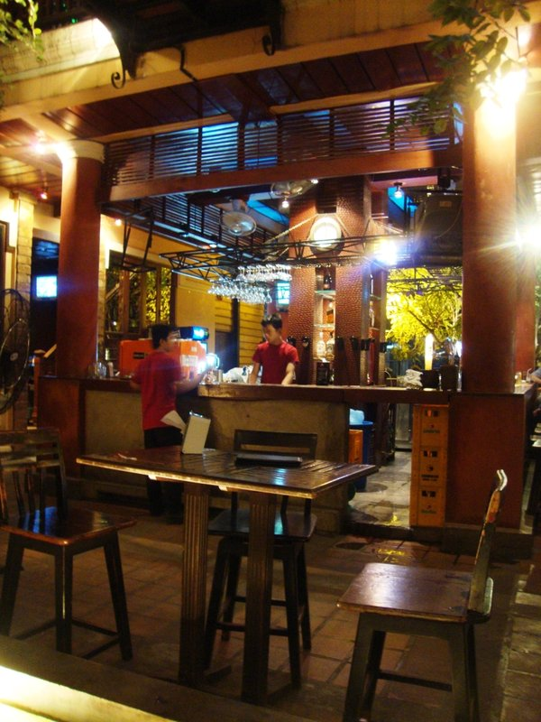Kob Chai Deu Restaurant at night