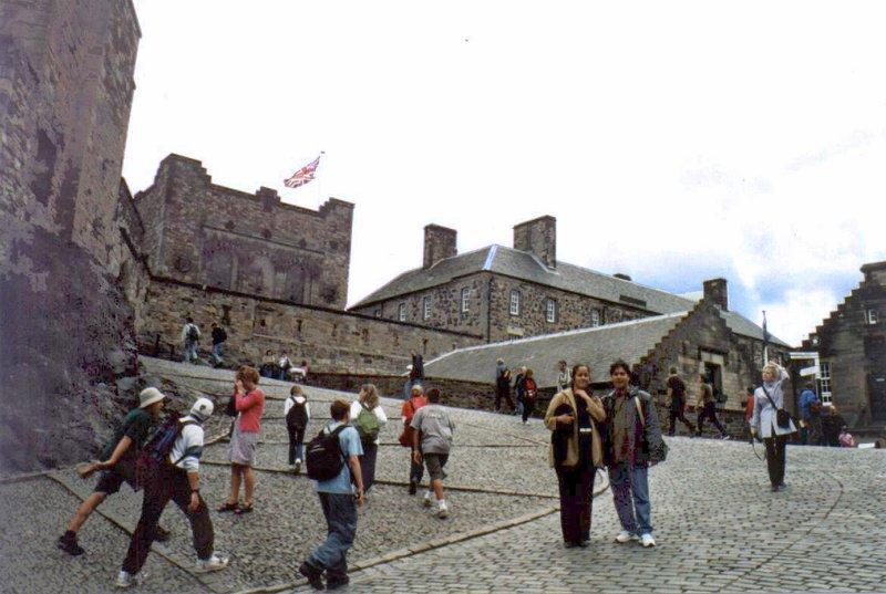 large_Edinburgh_Castle_09.jpg
