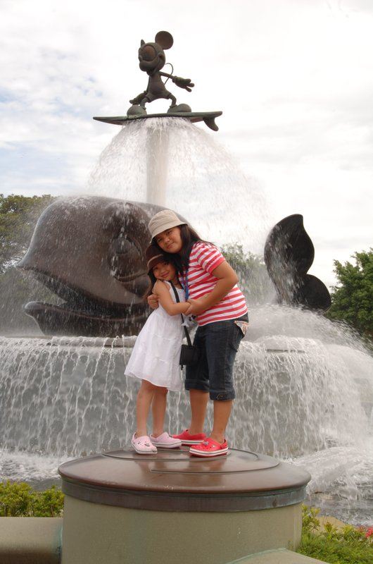 loving sisters ate juliane and jersey @ hongkong disneyland