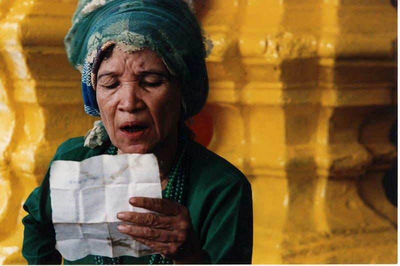 Old lady at Schwedagon, Yangoon