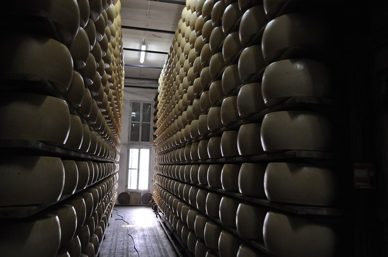 Aging the cheese